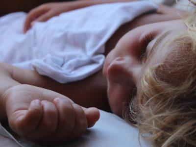 Nauka samodzielnego zasypiania – jak i kiedy ją wprowadzić? CZ.1.